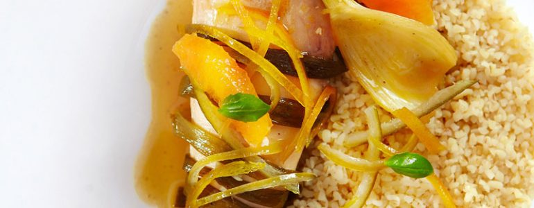 Κοτόπουλο με πορτοκαλί, σάλτσα πορτοκαλιού και πλιγούρι